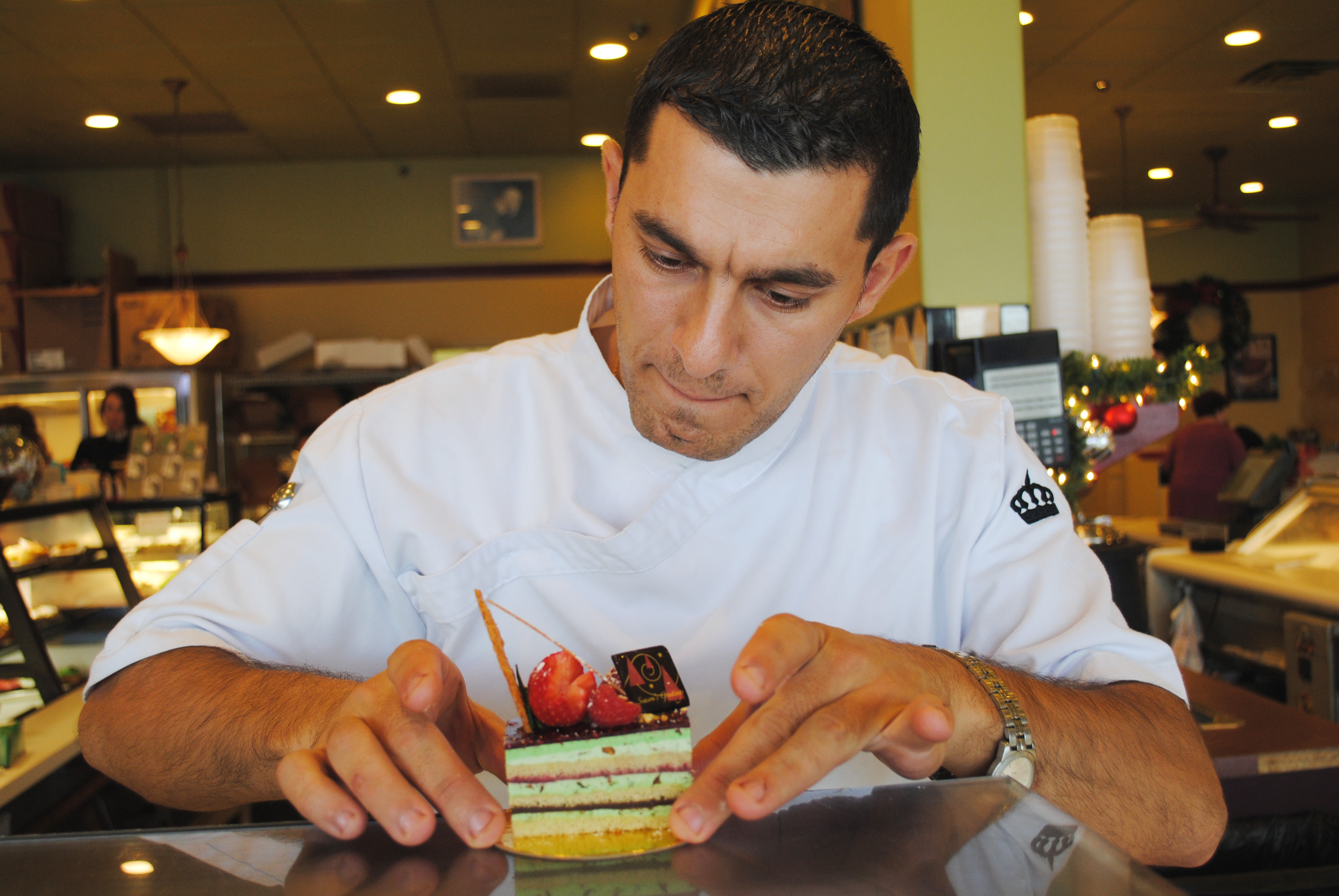 Cake Artist Job Description : Renowned pastry chef adds icing to the cake at local shop ...