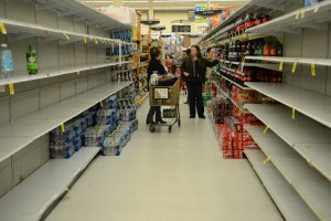 Water flew off grocery store shelves as residents prepare for Hurricane Sandy. (Susan Braun)