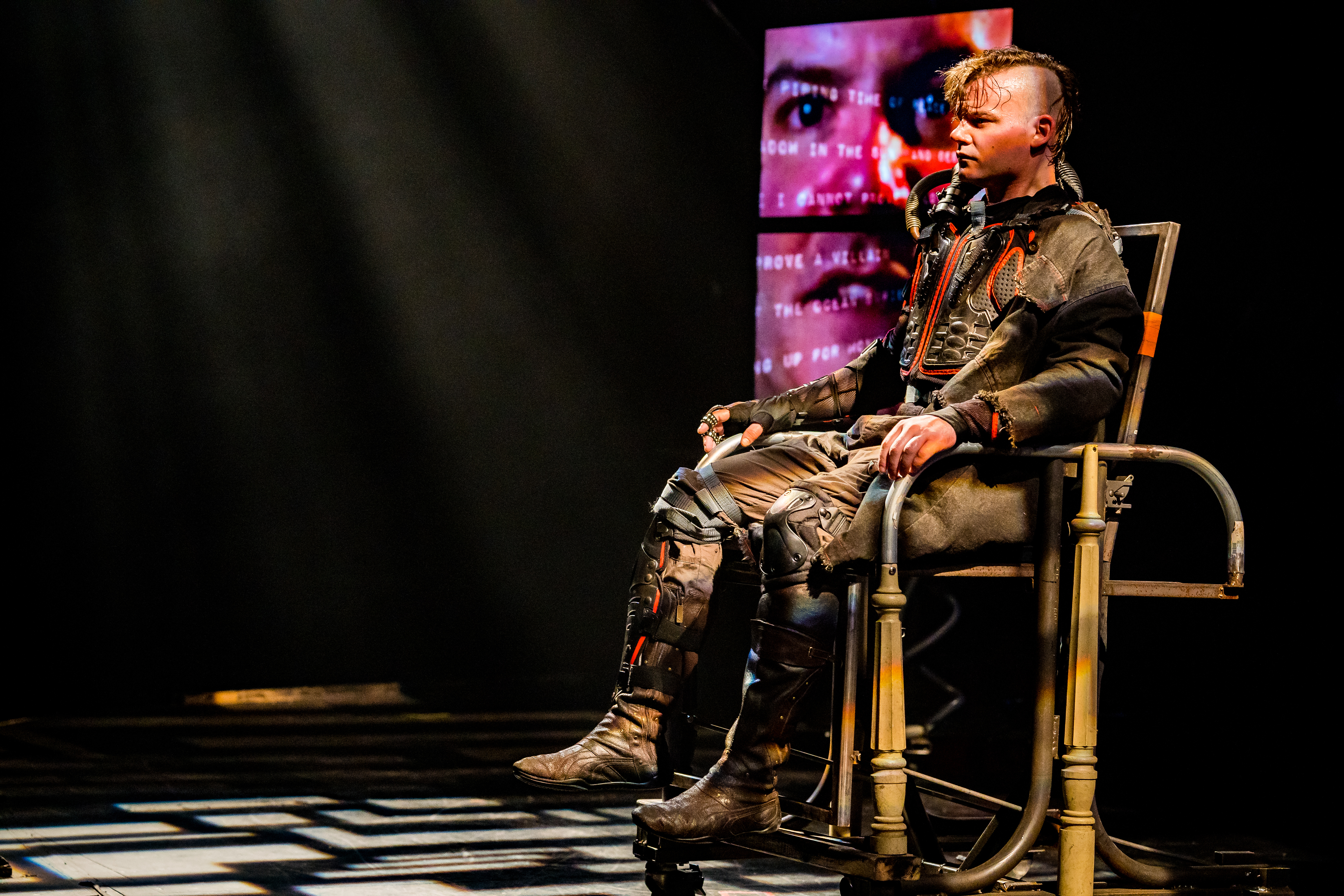 Theater Shakespeare And Technology Collide In Richard Iii